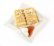Pfannkuchen whith Käse in der Platte Stockbild