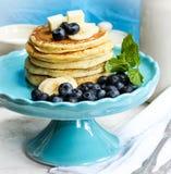 Pfannkuchenstapel mit Blaubeere und Butter Lizenzfreie Stockfotografie