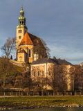 Pfarrkirche MÃ ¼ lln (de Parochiekerk van Salzburg) Stock Foto's