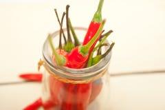 Pfeffer des roten Paprikas auf einem Glasgefäß lizenzfreie stockfotografie