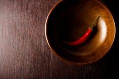Pfeffer des roten Paprikas auf Holztisch Farbeffekten Stockfotografie