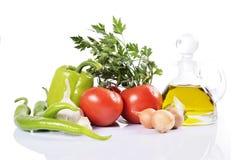 Pfeffer, Knoblauch, Zwiebel, Tomaten und Öl lizenzfreie stockfotografie
