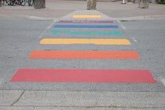Pfeifer-Regenbogen gemalte Straße, Britisch-Columbia Stockfoto