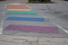 Pfeifer-Regenbogen gemalte Straße, Britisch-Columbia Stockfotos