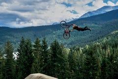 Pfeifer Slopestyle-Gebirgsradfahren stockfotografie
