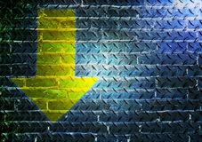 Pfeil auf Stahlboden mit Licht Lizenzfreies Stockfoto