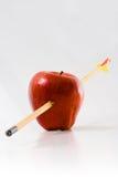 Pfeil durch einen Apple Stockbild