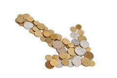 Pfeil gebildet aus Münzen heraus Lizenzfreies Stockfoto