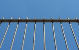 Pfeil-Zaun für Schutz Stockfotos