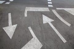 Pfeil-Zeichen an der Straßenüberquerung; Saragossa Stockbild