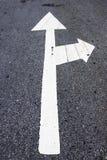 Pfeile auf der Straße Stockfoto