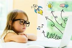 Pfeile mit kleinem Mädchen Stockfotografie