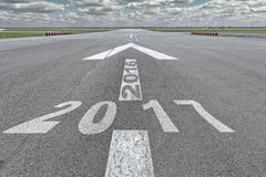 Pfeilrollbahn-Flughafenjahr 2016 bis 2017 Stockfoto