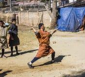 Pfeilspieler in Bhutan Stockbild