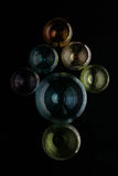 Pfeilzeiger errichtet von farbigen Gläsern Lizenzfreie Stockfotos