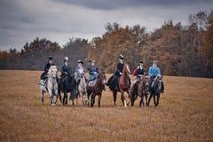 Pferd-Jagd mit Damen in der Reitgewohnheit lizenzfreie stockfotografie