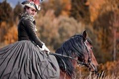 Pferd-Jagd mit Reitern in der Reitgewohnheit Stockfoto