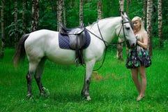 Pferd und Frau Lizenzfreie Stockfotografie