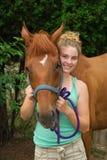 Pferd und neuer Eigentümer Stockfotos