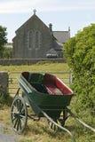 Pferden-Wagen und Kirche Lizenzfreies Stockfoto