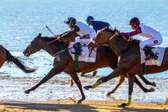 Pferdenrennen auf Sanlucar von Barrameda, Spanien Stockbild