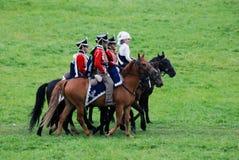 Pferdereiter - Manngruppe und eine Frau - an der historischen Wiederinkraftsetzung Borodino-Kampfes in Russland Stockfoto