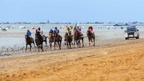 Pferderennen Des Caballos Sanlucar de Barrameda Carrera Lizenzfreie Stockfotos