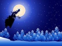 Pferdeschlitten von Weihnachtsmann in einem Himmel Lizenzfreie Stockfotos