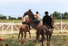 Pferdespiel am Lied Kul See in Kirgisistan Lizenzfreies Stockbild