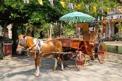 Pferdewagen bei Wat Sri Rong Muang in Lampang, Thailand Lizenzfreies Stockfoto