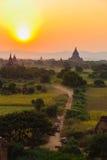Pferdewarenkorb und Sonnenuntergang, Bagan auf Myanmar (Burmar) Stockfotos
