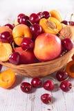 Pfirsich, Aprikose und Kirsche Stockbilder