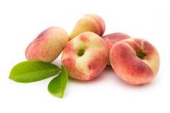 Pfirsich Frucht mit lokalisiert auf weißem Hintergrund Stockbilder