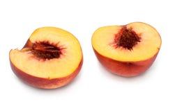 Pfirsich geschnitten auf zwei Teile Stockfoto