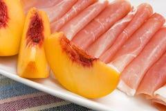 Pfirsich und Prosciutto Stockfoto