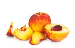 Pfirsiche auf Weiß Lizenzfreie Stockfotos