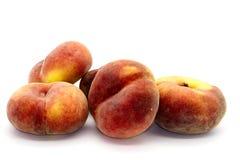 Pfirsiche auf Weiß Lizenzfreie Stockbilder