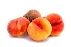 Pfirsiche auf Weiß Stockfoto