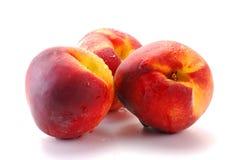 Pfirsiche getrennt auf Weiß Stockbilder