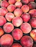 Pfirsiche im Markt Stockbild