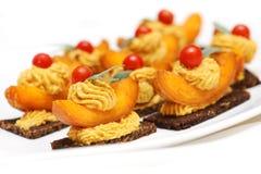 Pfirsiche mit Senfcreme Lizenzfreies Stockfoto