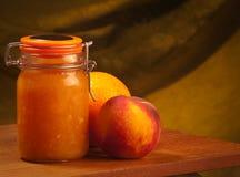 Pfirsiche u. Orangenmarmelade Stockfotos