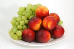Pfirsiche und Traube 01 Stockfoto