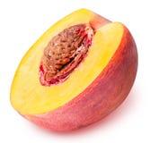 Pfirsichfrucht geschnitten lokalisiert auf weißem Hintergrund Stockbilder
