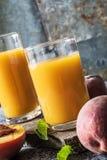 Pfirsichgetränk geangelt Stockfoto