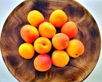 Pfirsichplatte, frisch und köstlich Stockbild