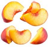 Pfirsichscheiben lokalisiert auf weißem Hintergrund Stockfotos