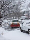Pflügen des Schnees im Sturm Virginia Suburbs Lizenzfreies Stockfoto