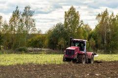 Pflügen des Traktors Lizenzfreie Stockbilder