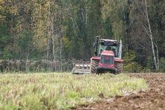 Pflügen des Traktors Stockfotografie